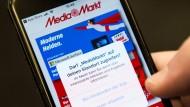 Die Media Markt-App fragt einen Nutzer nach der Standortfreigabe.