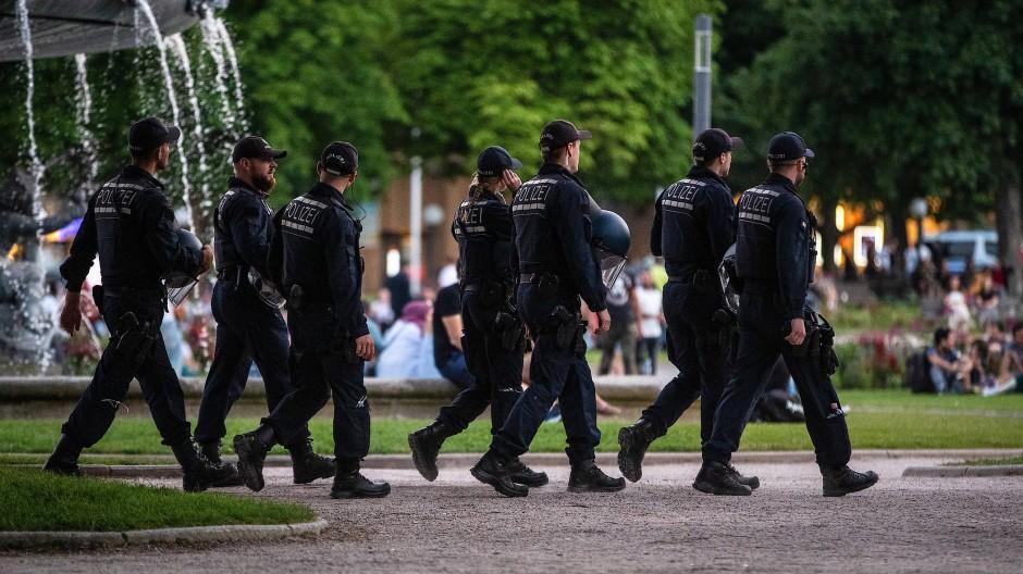 Mehr Präsenz zeigen: Polizisten auf dem Stuttgarter Schlossplatz