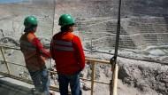 Arbeiter bei einer Mine von BHP Billiton in Chile