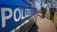 Polizisten nahmen den 18 Jahre alten Messerstecher nach der Tat widerstandslos fest. (Archivbild)