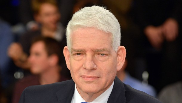 Präsident des Zentralrats der Juden lehnt Kopftuchverbot ab