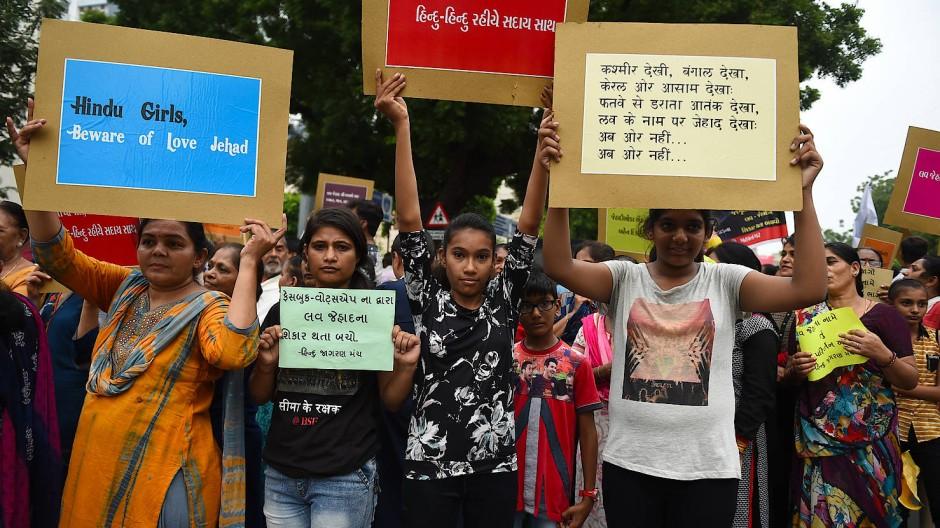 "Hindus in Indien protestieren im Juli 2018 gegen den vermeintlichen ""Love Jihad"""