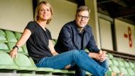Moderatorin Jessy Wellmer und 11Freunde-Chefredakteur Philipp Köster