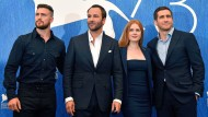 """Der britische Schauspieler Aaron Tylor-Johnson, amerikanische Regisseur von """"Nocturnal Animals"""" Tom Ford und die Schauspielerin Amy Adams gemeinsam mit Jake Gyllenhaal auf dem Internationalen Filmfestival in Venedig."""