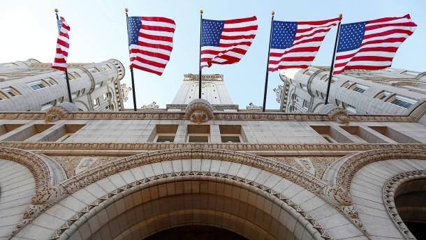 Trumps Firma soll Diplomaten ins Trump Hotel gedrängt haben