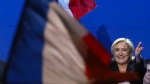 Le Pen kupfert Rede bei Konkurrent ab