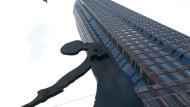 Unzertrennlich: Der Hammering Man steht seit 1991 vor dem Frankfurter Messeturm.