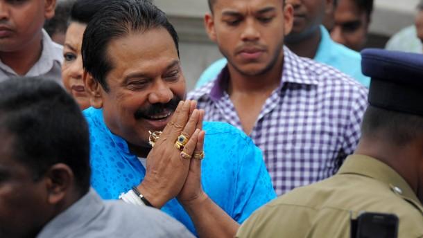 Rajapakse gesteht Niederlage ein