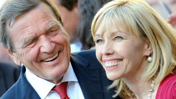 Schröder-Köpf verteidigt Schröder