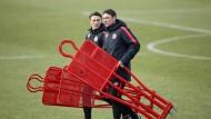 Zwei, die mit anpacken: Eintracht-Trainer Niko Kovac (links) und sein Bruder Robert, der ihm als Assistent zur Seite steht.