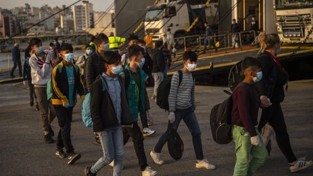Erste Länder nehmen Flüchtlingskinder auf