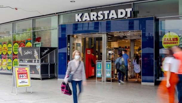Wie hat sich Signa die längere Öffnung von Karstadt bezahlen lassen?