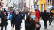 Fußgängerzone in Stralsund: Bundesamt zählt konstante Bevölkerung in Deutschland.