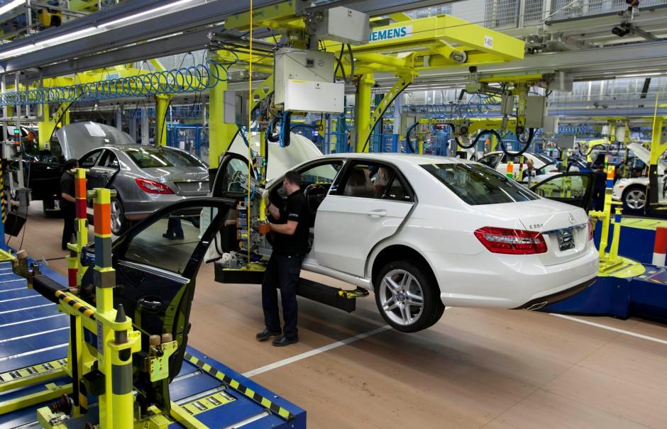 Bild Zu Automobilindustrie Daimler Drosselt Produktion