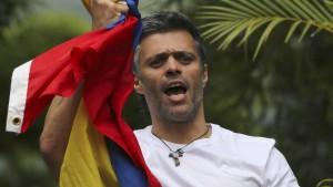 Venezuelas Oppositionsführer López aus Gefängnis entlassen