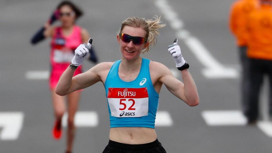 Daumen hoch: Katharina Steinruck freut sich über die eigene Leistung bei einem Olympiatest in Sapporo.