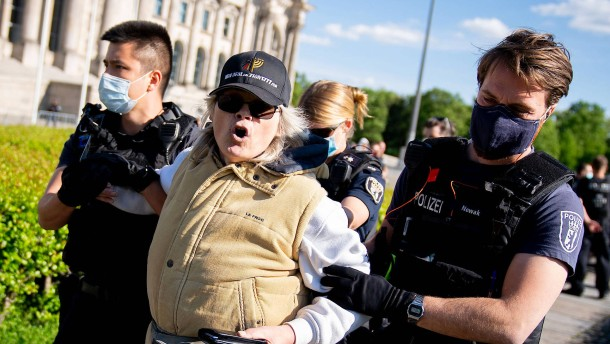 Abermals Angriff auf Kamerateam bei Corona-Demo in Berlin