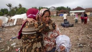 Mehr als 400 Tote nach Tsunami in Indonesien