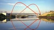Königsdisziplin der Ingenieurbaukunst: Brücke über den Rhein-Herne-Kanal in Gelsenkirchen, die Stefan Polónyi für die BUGA 97 entworfen hat.