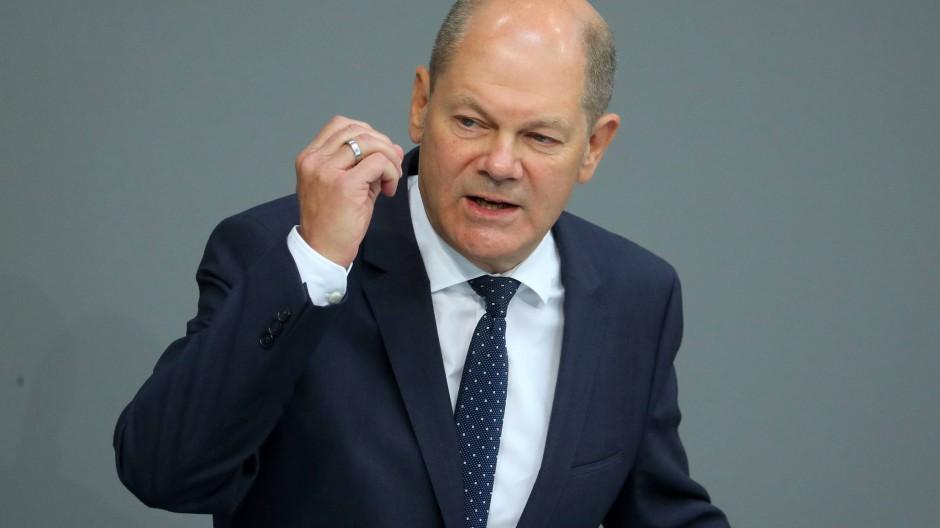 Der erste Redner der Debatte: Finanzminister Olaf Scholz verteidigt seinen Haushaltsentwurf für 2020.