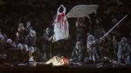 """Mit einem Flügel fliegt sich's schlecht: Achim Freyers """"Fidelio"""" in der Manier eines christlichen Mysterienspiels"""