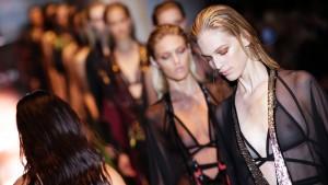 Gucci präsentiert transparente Looks