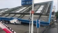 Tankstellendach stürzt ein