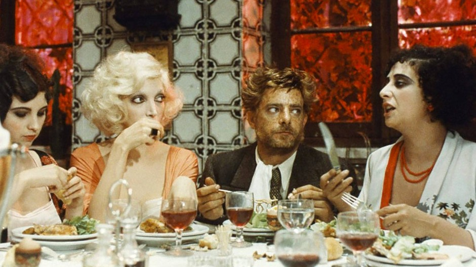 "Frauenmahl: Szene aus Lina Wertmüllers ""Film d'amore e anarchia"" (1973) mit Giancarlo Giannini und Mariangela Melato"