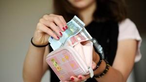 Mit der Taschengeldkarte bezahlen