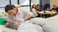 Altenpflegerin in der Ausbildung