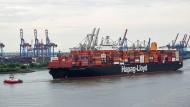 Das Hapag-Lloyd-Containerschiff «Guayaquil Express» fährt in den Hamburger Hafen ein.