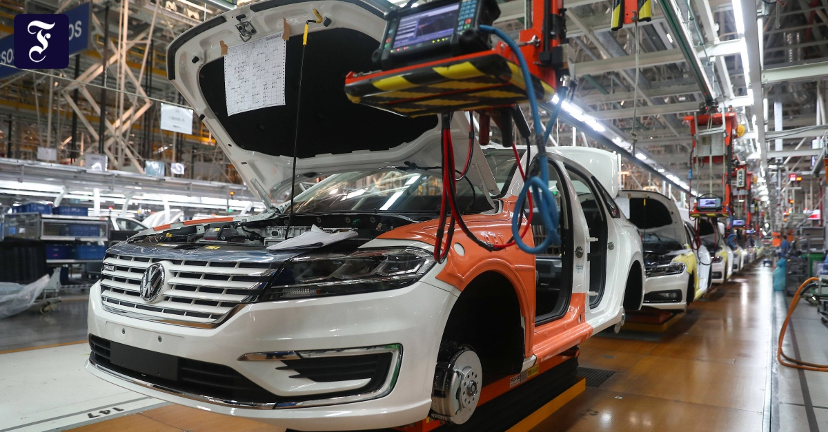 Fehlende Halbleiter: Chip-Mangel der Autobranche beschäftigt nun auch die Regierung