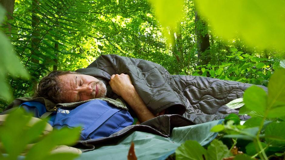 Der Wald ist sein zweites Zuhause: Werner Wosch verbringt ganze Nächste im Freien. Er schläft dort einfach besser.