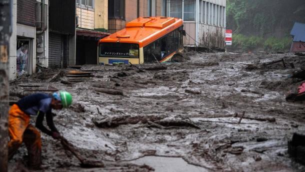 Rettungseinsatz nach Schlammlawine in Japan dauert an