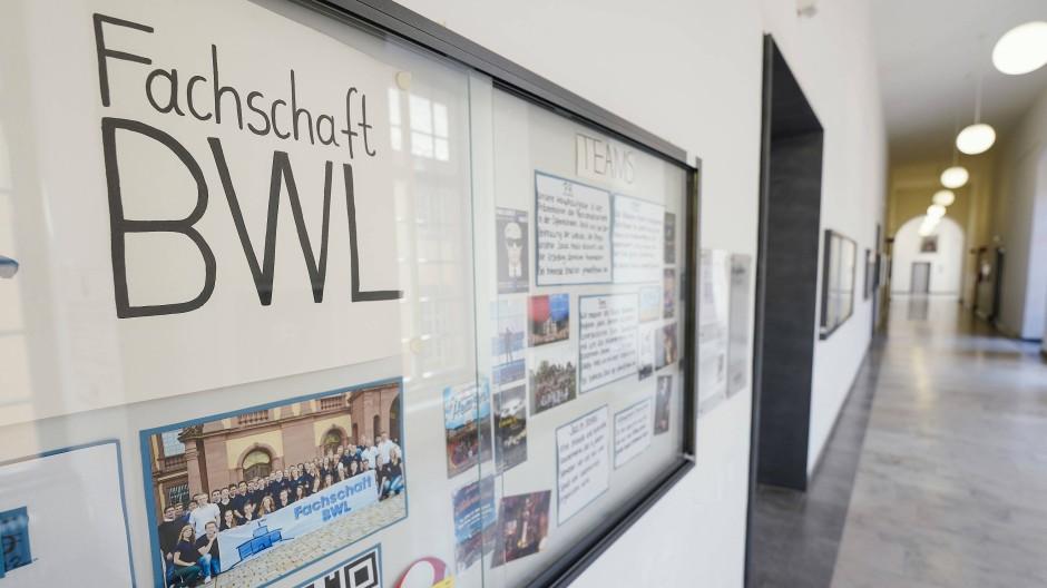 Die BWL: Aus interner Kommunikation soll der externe Austausch mit der Gesellschaft werden.