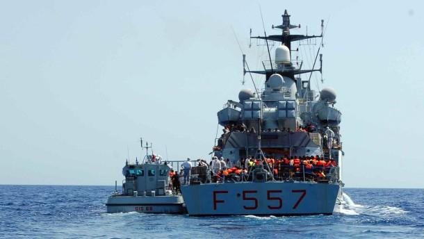 Flüchtlinge erfrieren auf Boot im Mittelmeer