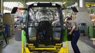 Traktorkarosserie in der Produktion von Deutz