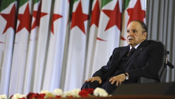 Armee drängt Bouteflika zum Rücktritt