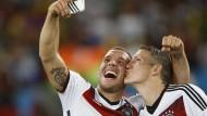 Ihr größter Triumph: Schweinsteiger und Podolski nach dem WM-Sieg in Rio 2014.