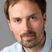 """Daniel Mohr  - Portraitaufnahme für das Blaue Buch """"Die Redaktion stellt sich vor"""" der Frankfurter Allgemeinen Zeitung"""