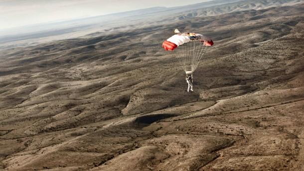 Am Fallschirm zwischen Schönheit und Tod