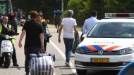 Auto rast in Menschengruppe nach Musikfestival