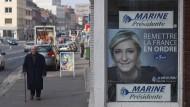 Wahlplakat für Marine Le Pen, Kandidatin des Front National, in der französischen Stadt Amiens