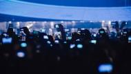 Handymotiv: Der kanadische Rapper Drake in der Festhalle
