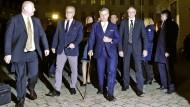 Ankunft an der Wiener Hofburg: Der Wahlverlierer und FPÖ-Kandidat Norbert Hofer mit seiner Entourage