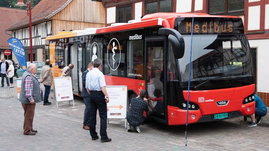 """Die mobile Arztpraxis """"Medibus"""" bei der offiziellen Vorstellung"""