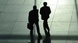 Deutsche kritisieren hohe Managergehälter am härtesten