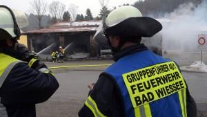 Rettungswache brennt nach Explosion am Tegernsee