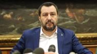 Hiobsbotschaft aus Brüssel: Weil Italiens Vize-Premier Matteo Salvini mehr Schulden machen will, will die EU-Kommission nun gegen Italien vorgehen.