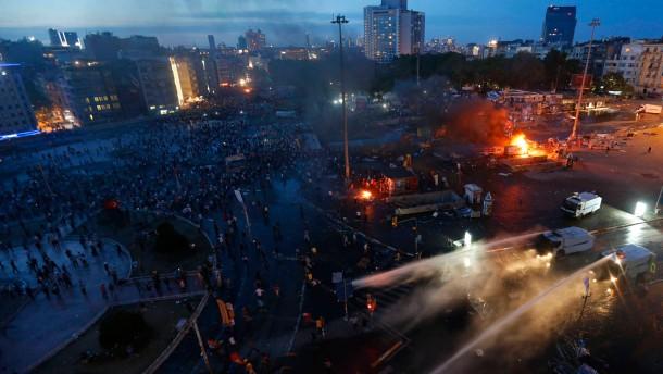 Schwere Auseinandersetzungen auf dem Taksim-Platz